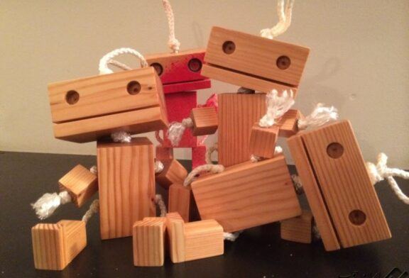 روبات عروسکی چوبی