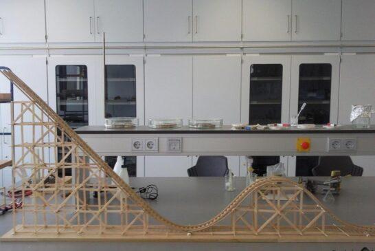 مراحل ساخت مدل چوبی از یک رولر کوستر واقعی