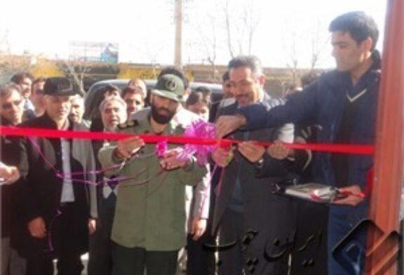 در دهمین روز دهه فجر نمایشگاه و فروشگاه بزرگ مبلمان و لوازم خانگی در چالدران افتتاح شد.