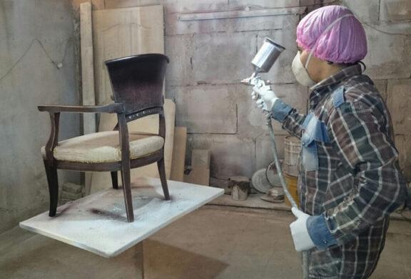راهنمای کامل رنگ کاری مبل؛ چگونه رنگ وسایل چوبی را تغییر دهیم