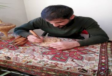 ترسیم هنر بر احجام چوبی با صنعت نقشبرجسته سنتی